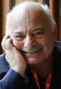 foto recente do ator Burt Young